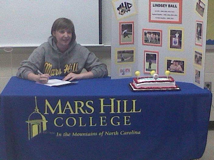 Lindsey Bell signs for Mars Hill